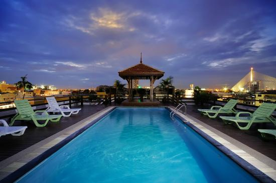 Khaosan Palace Hotel: Roof Top Swimming Pool