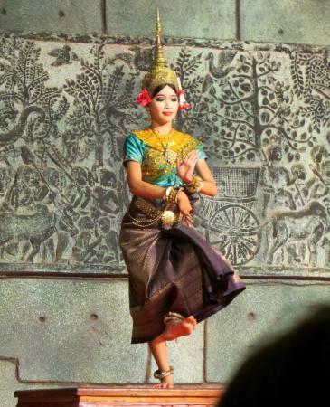 Amazon Angkor : Apsara dancer