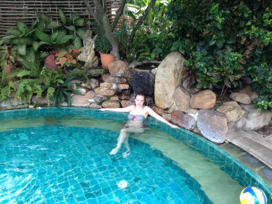 Aloha Resort: Небольшой, но уютный бассейн