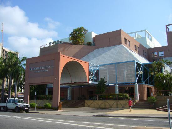 DoubleTree by Hilton Hotel Esplanade Darwin: front entrance to hotel