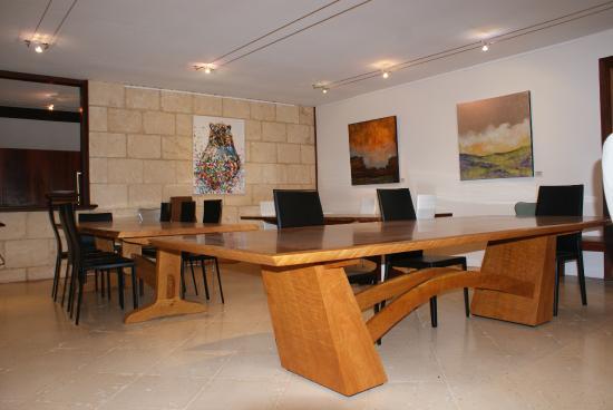 John Streater Fine Furniture Gallery: Iterior