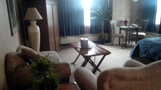 Clarion Hotel Winnipeg: king suite
