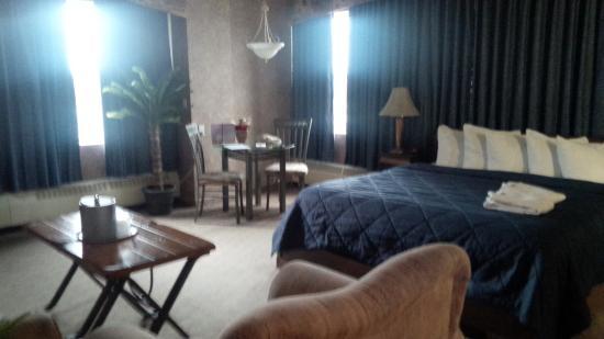 Clarion Hotel Winnipeg: nice room - king suite