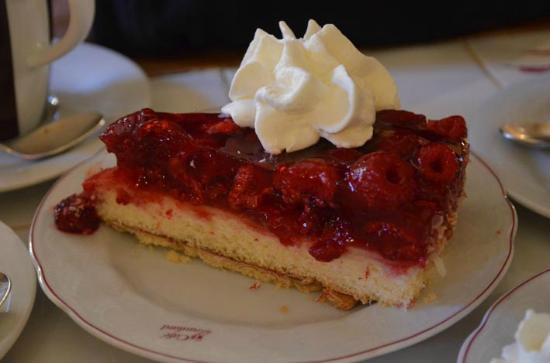 Cafe Kaulard: Laden with lovely fresh fruits on top