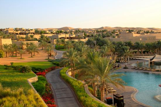 Qasr Al Sarab Desert Resort by Anantara: Pool area and surrounding