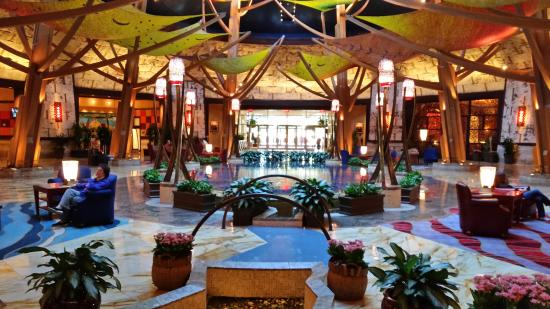 mohegan pool picture of mohegan sun uncasville. Black Bedroom Furniture Sets. Home Design Ideas