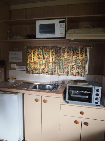 Esperance Bay Holiday Park: Kitchen area