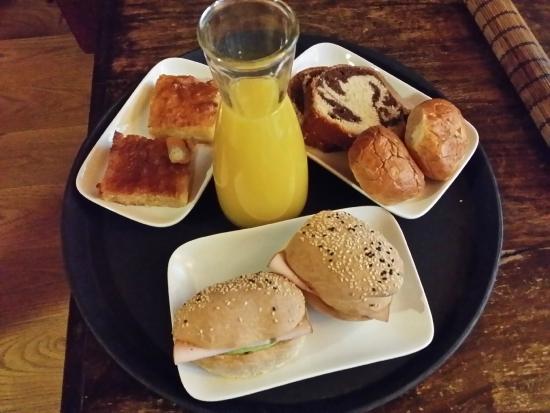 Kyveli Suites : Breakfast