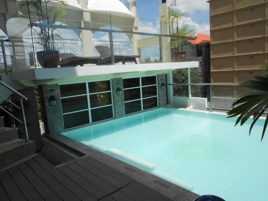 Wellcome Hotel: Mini zwembad op hoogte........