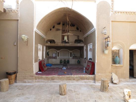 Barandaz Lodge