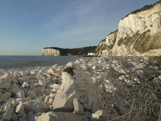 The White Cliffs Hotel: St. Margaret's Bay 1 mile away
