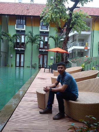 HARRIS Hotel Tuban: Pool depan Kamar 107
