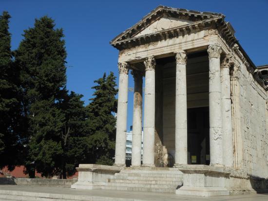 Risultati immagini per tempio di augusto pola
