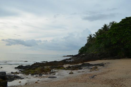 Narima Bungalow Resort: Beach area