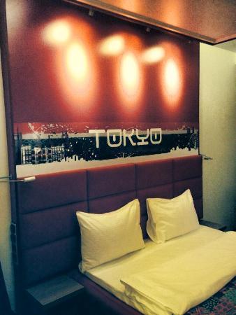 Red Stars Hotel: Номер Токио