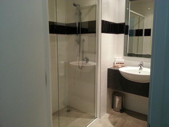 Hotel 115 Christchurch: nice bathroom