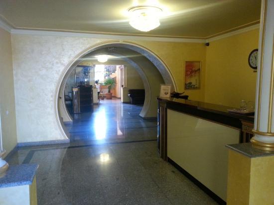 Primer Hotel : Entrance