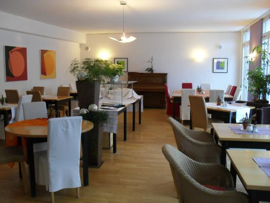 Hotel Am Fluss: Der Speisesaal