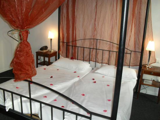 Hotel Am Fluss: Hochzeitszimmer