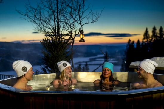 Fjallgarden Hotel: Njut i våra varma tunnor med storslagen utsikt