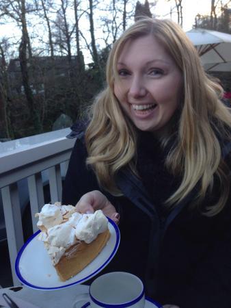 Chesters By The River: The fantastic lemon meringue pie