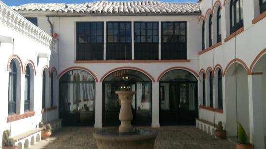 Hostal Colonial : Courtyard