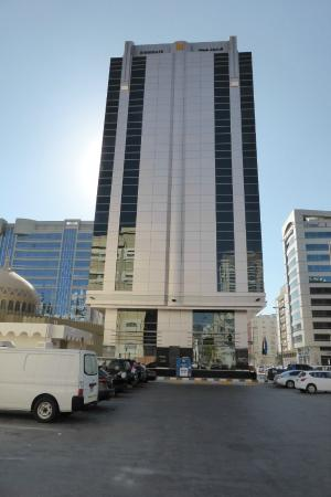 Kingsgate Hotel Abu Dhabi: Side view