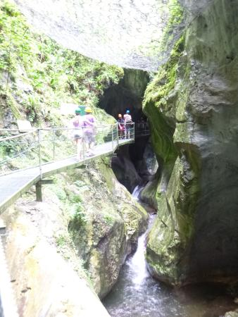 Camping Le Dauphin : Cool cave walk