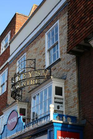 Salisbury City Guides: Tiles NOT bricks