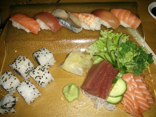 Yo Yo Bar & Restaurant: Maki, Sushi and Sashimi combo at Yo Yo