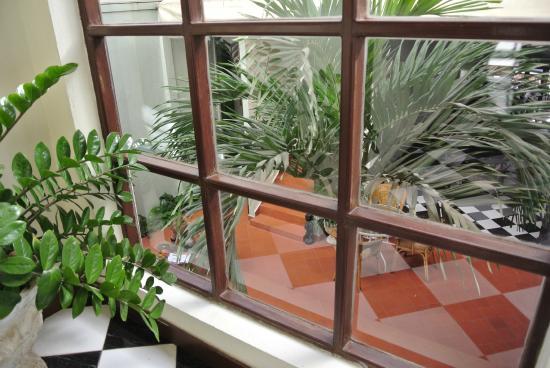 Hotel Khamvongsa: 中庭は静か