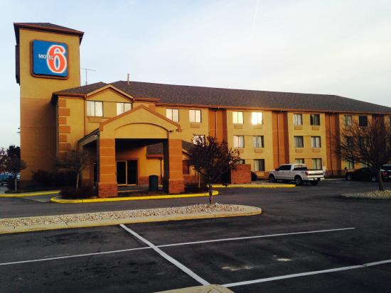 Motel 6 Indianapolis - Airport: Front of Building