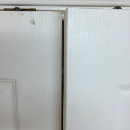 La Quinta Inn & Suites Austin at The Domain: Bathroom doors are unable to be closed.