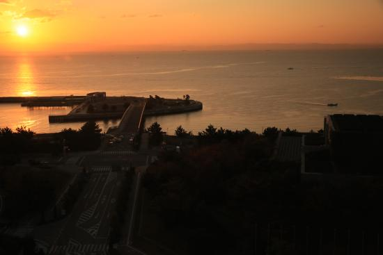 The Westin Awaji Island Resort & Conference Center: Beautiful sunrise from the room
