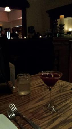 Azu Restaurant & Bar : Lovely bar and nice local wine selections