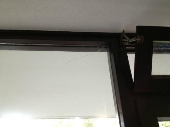 Hotel Sonnenhügel: Broken glass