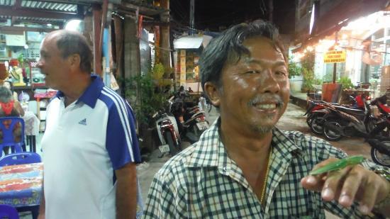 Kwong Shop Seafood: Mr. Okkeeeyyyy con cavalletta sulla mano