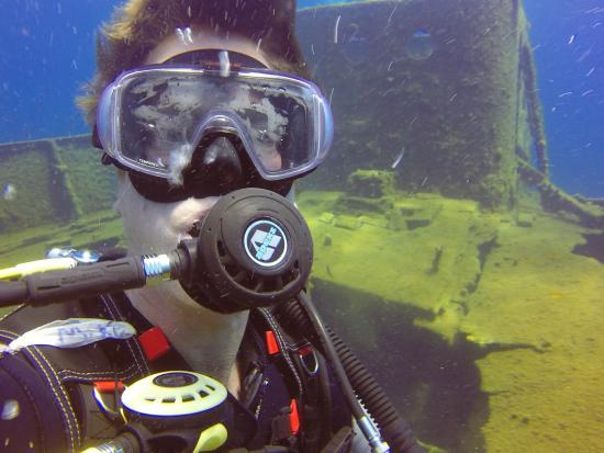 Aegean Divers Dive Center - Day Excursions: Wreck Dive Santorini