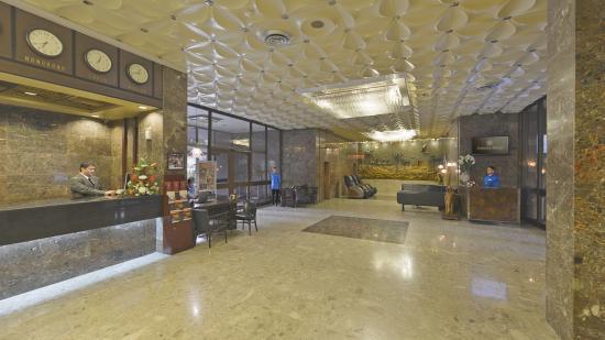 Astoria Hotel: Hotel Lobby