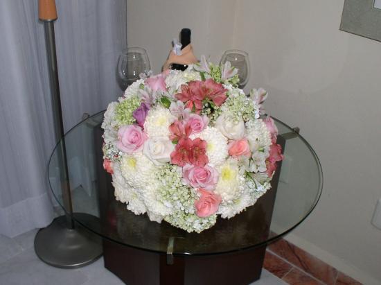 Omni Cancun Resort & Villas: Flowers & Wine