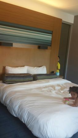 Aloft Chicago O'Hare : Lumpy bed