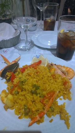 Paella com poucos frutos do mar