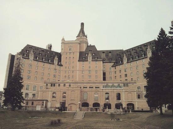 Delta Hotels Bessborough: Garden/outside