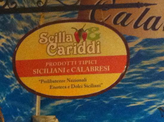 Scilla & Cariddi: Letreiro interno do restaurante