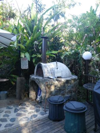 Mooloolah Valley Holiday Houses : Pizza Oven a must try!