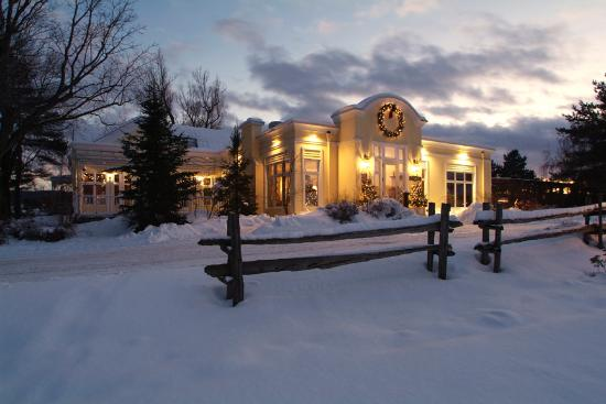 Auberge West Brome: Winter main building