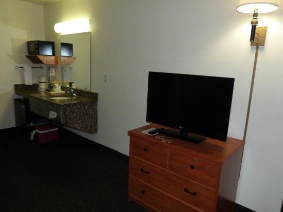 Oak Tree Inn: TV