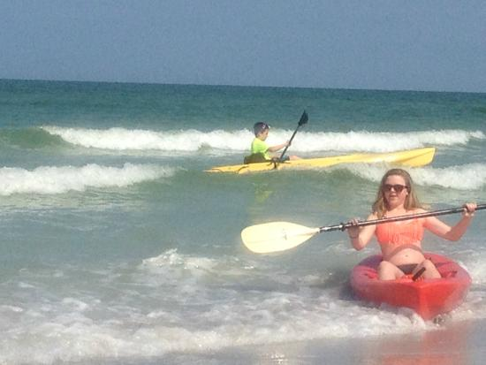 Barrett Beach Bungalows: Kayaking fun!