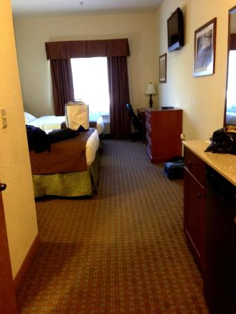 Brookstone Lodge: 2 Queen Beds (there's a small kitchenette)