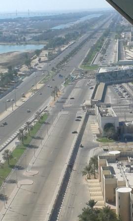 18 Degrees: View of Khajeej Al Arabi Rd.